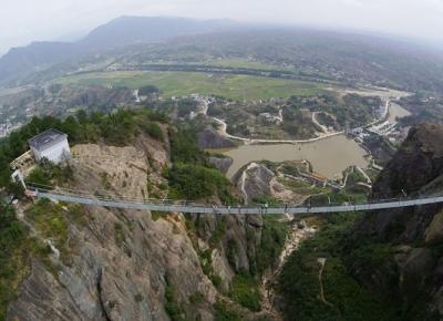 Indrazniti sa traverati noul pod al Chinei fabricat din sticla?