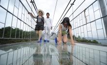 Indrazniti sa traverati noul pod al Chinei fabricat din sticla? 2