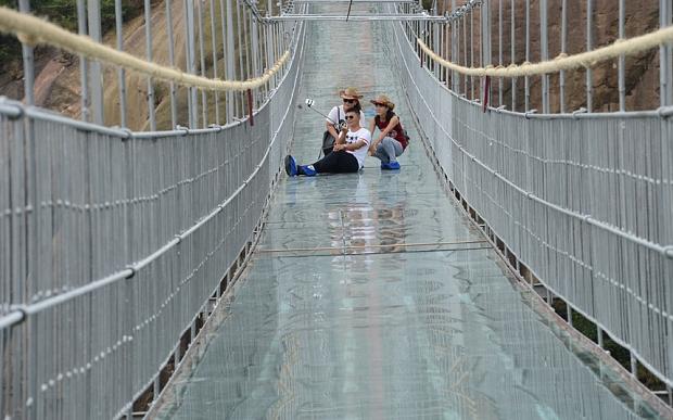 Indrazniti sa traverati noul pod al Chinei fabricat din sticla? 3
