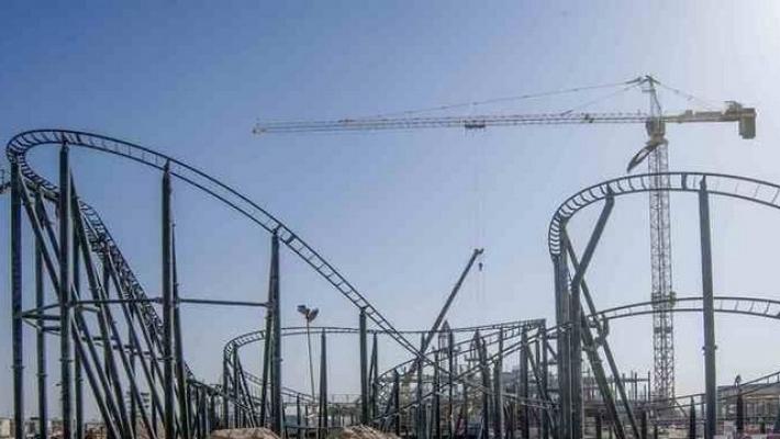 Primul rollercoaster instalat la Legoland Dubai 3