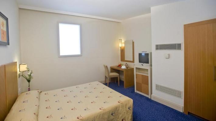 Hotel Crystal Admiral Resort Suites & Spa 2